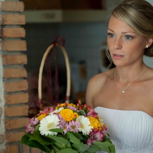 Mireasa blonda cu buchetul de mireasa | Fotograf nunta Sorin Careba