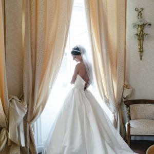 Mireasa in camera de hotel - nunta in Bucuresti | Fotograf nunta Sorin Careba